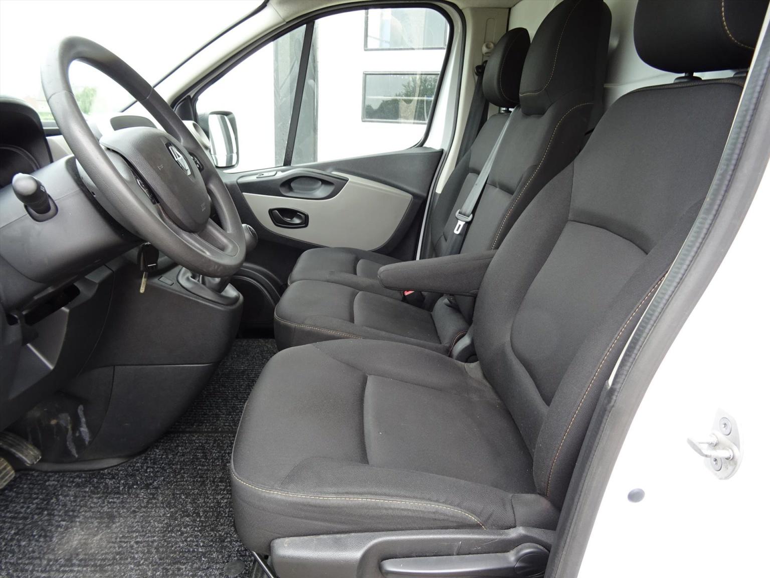 Renault-Trafic-8